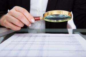 Gdzie szukać informacji prawnych? - 6 sposobów na znalezienie informacji prawnych w Internecie. Grafika ilustrująca tekst autorstwa Ilony Przetacznik, twórczyni bloga Legalny Biznes Online.